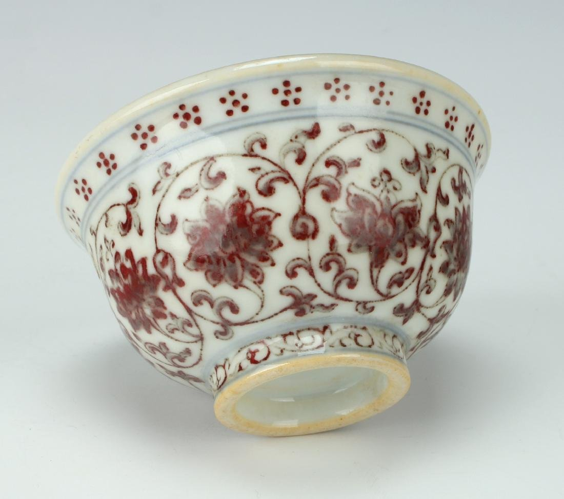 PORCELAIN TEA CUP WITH RED FLORAL MOTIF - 4
