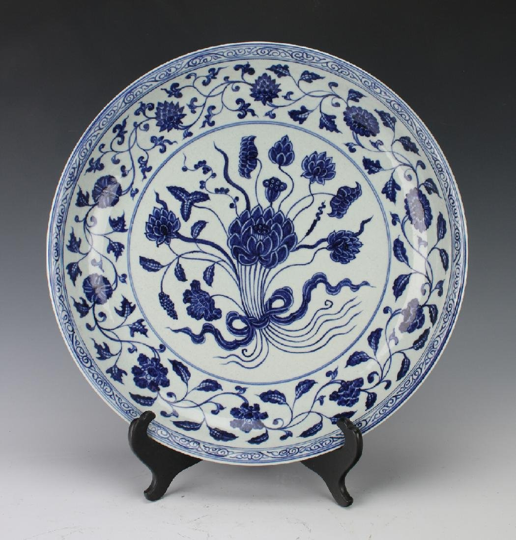 BLUE & WHITE FLORAL PATTER CHARGER