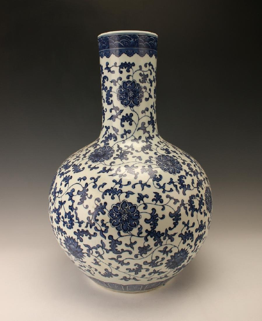 LARGE BLUE & WHITE VASE WITH FLORAL PATTERN