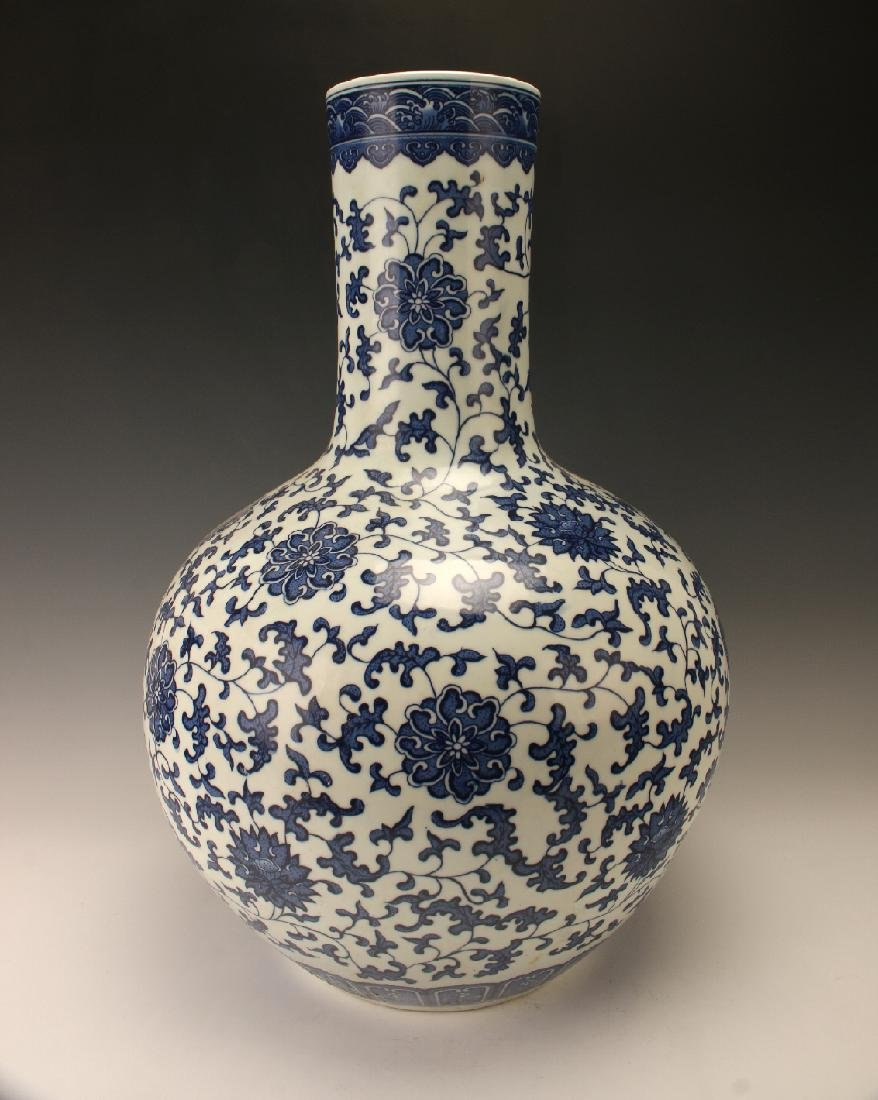 LARGE BLUE & WHITE VASE WITH FLORAL PATTERN - 2