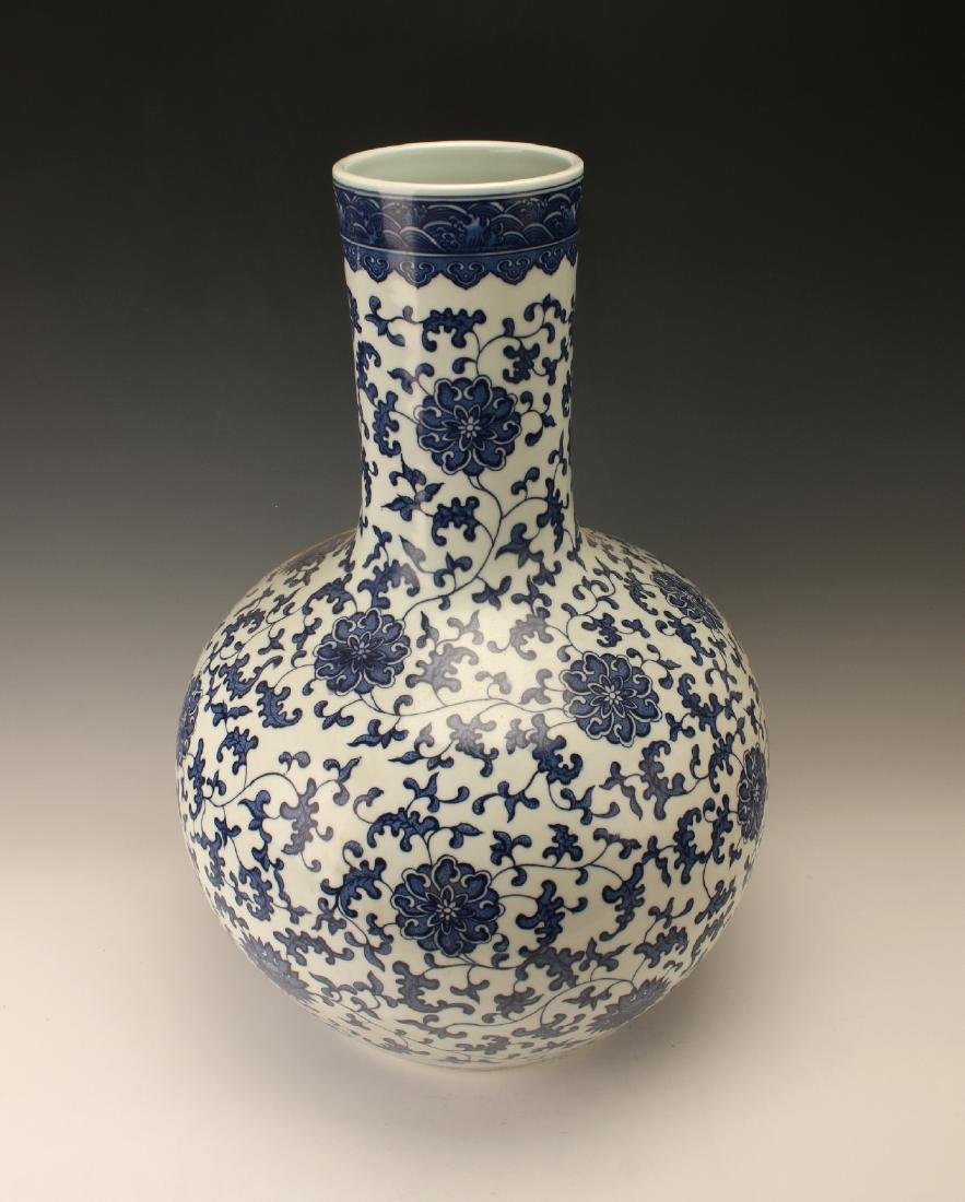 LARGE BLUE & WHITE VASE WITH FLORAL PATTERN - 3