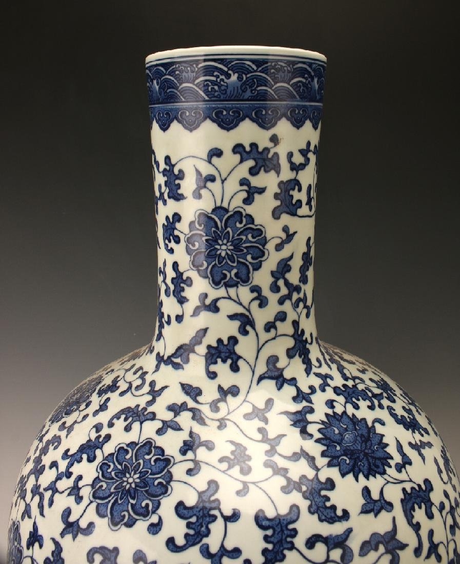 LARGE BLUE & WHITE VASE WITH FLORAL PATTERN - 4