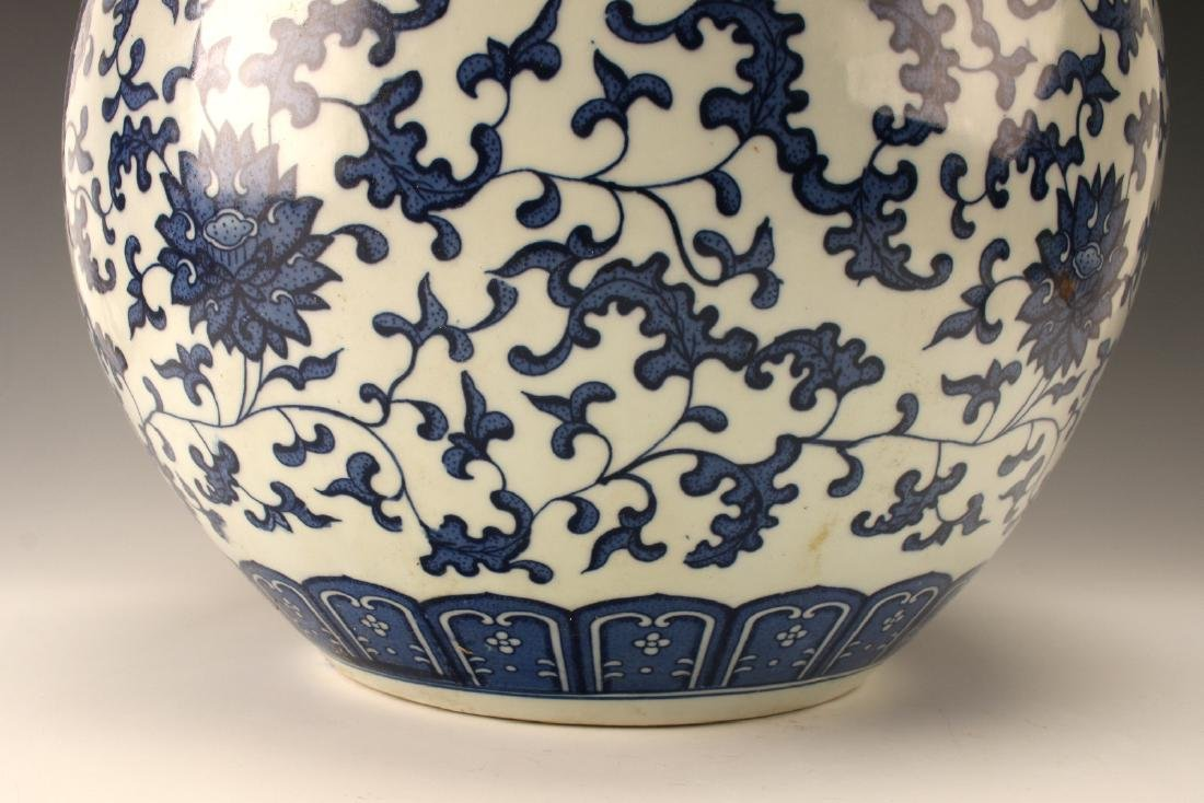 LARGE BLUE & WHITE VASE WITH FLORAL PATTERN - 5