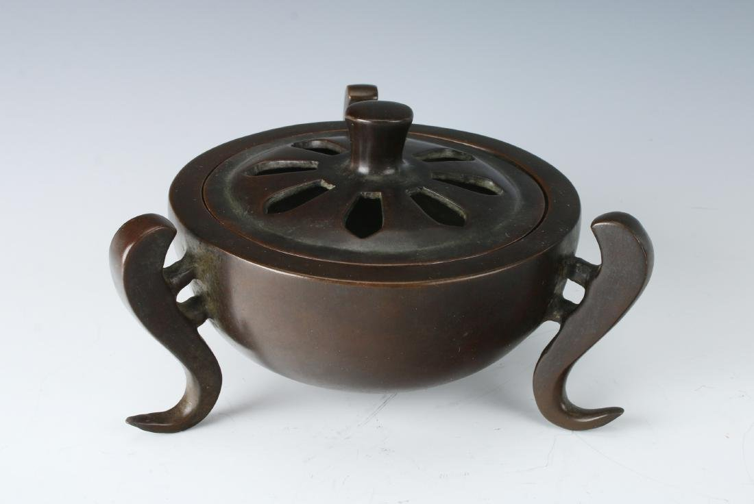 CHINESE BRONZE CENSER WITH LID
