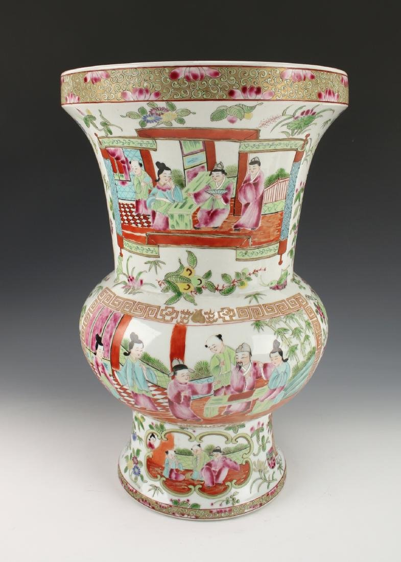 FAMILLE ROSE VASE WITH PALACE SCENES