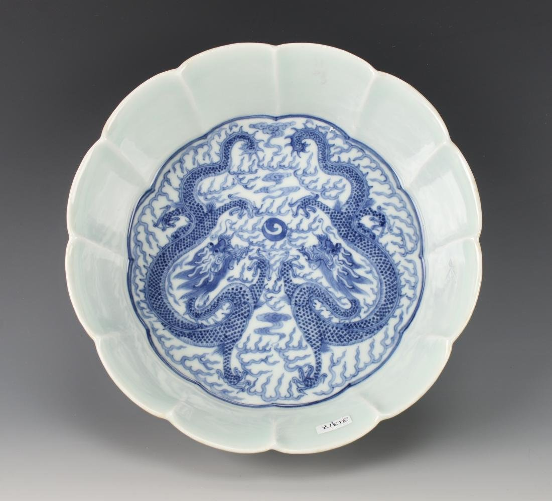 CHINESE LOBED BOWL WITH TWO DRAGONS