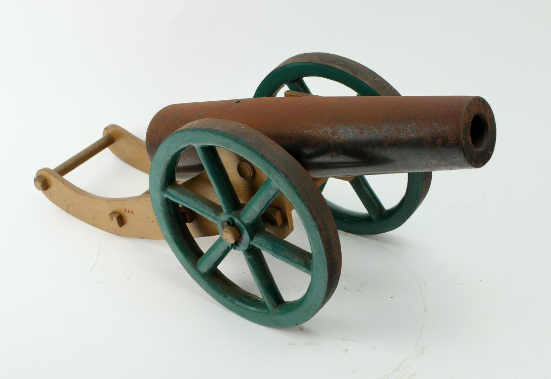 METAL DESK MODEL CANNON
