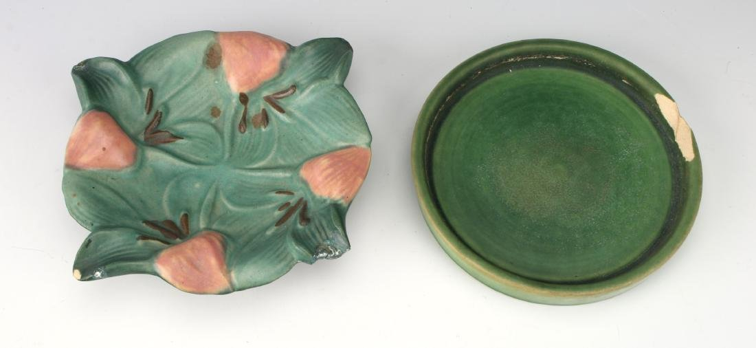 TWO PIECES OF ROSEVILLE STYLE CERAMICS