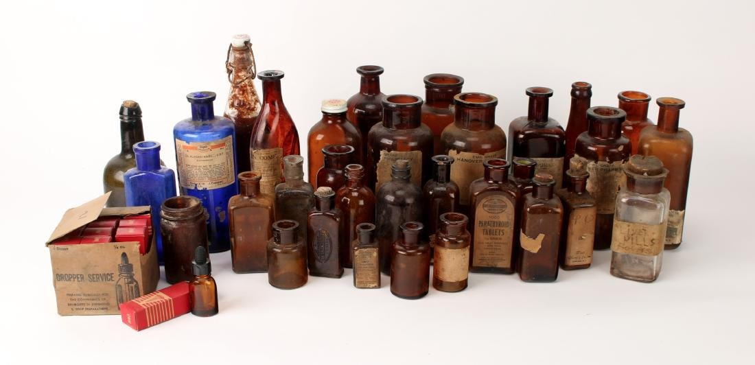 LOT OF VINTAGE APOTHECARY BOTTLES