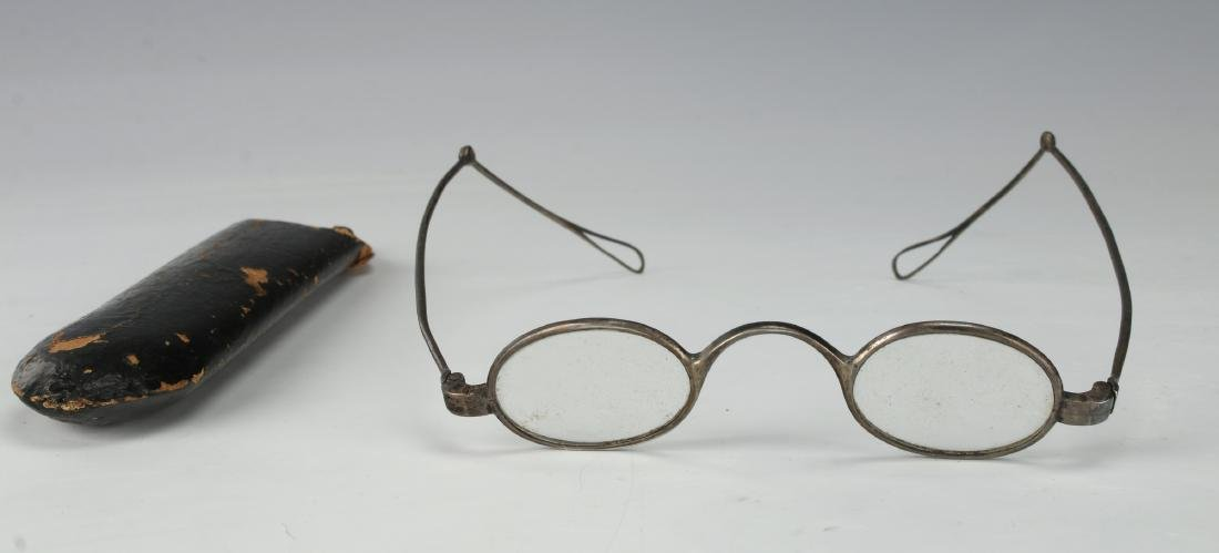 ANTIQUE IRON DOUBLE-HINGED TEMPLE SPECTACLES