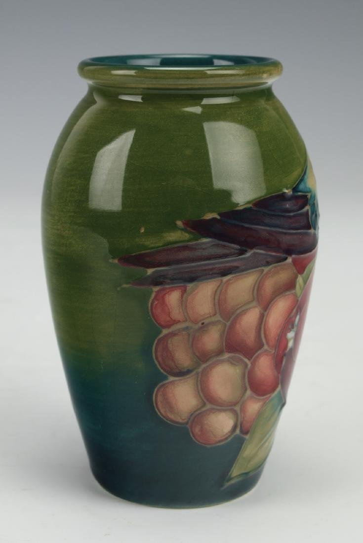 ENGLISH MOORCROFT VASE WITH FINCHES - 3