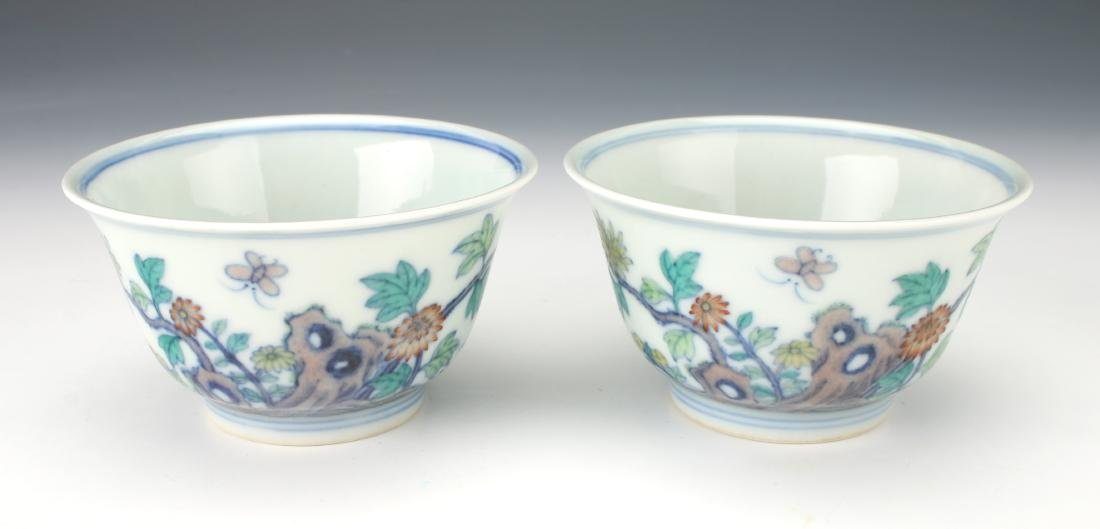 PAIR OF YONGZHENG FLORAL DU CAI TEA CUPS