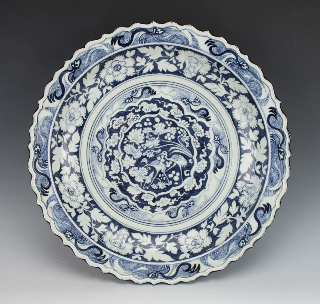 MING BLUE AND WHITE BIRD CHARGER