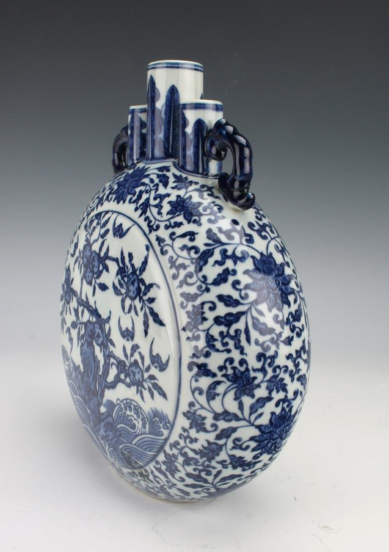 QIANLONG BLUE AND WHITE MOON FLASK - 3