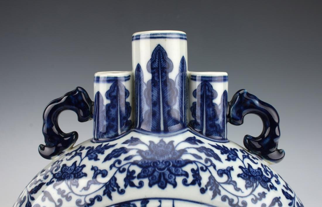 QIANLONG BLUE AND WHITE MOON FLASK - 4