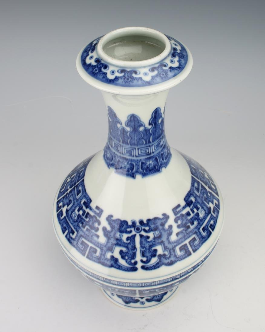 BLUE AND WHITE QIANLONG ARCHAIC PATTERNED VASE - 2