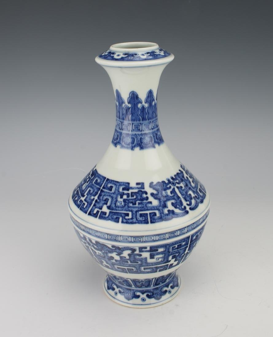 BLUE AND WHITE QIANLONG ARCHAIC PATTERNED VASE - 3