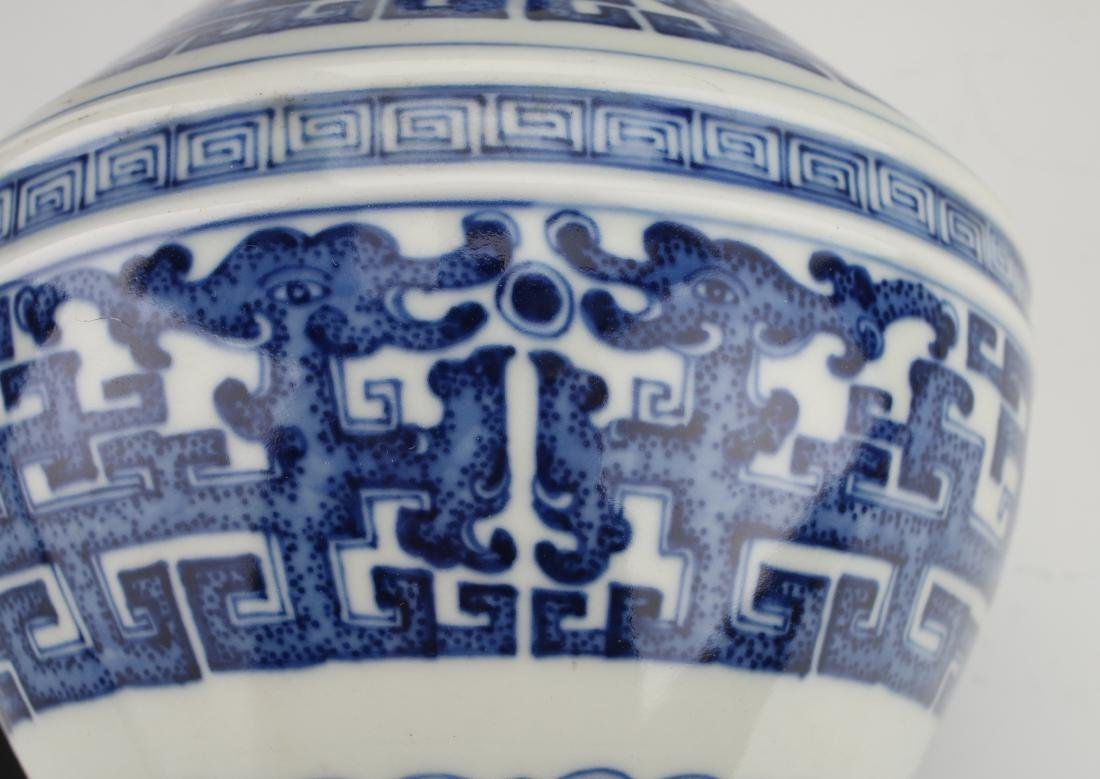BLUE AND WHITE QIANLONG ARCHAIC PATTERNED VASE - 5