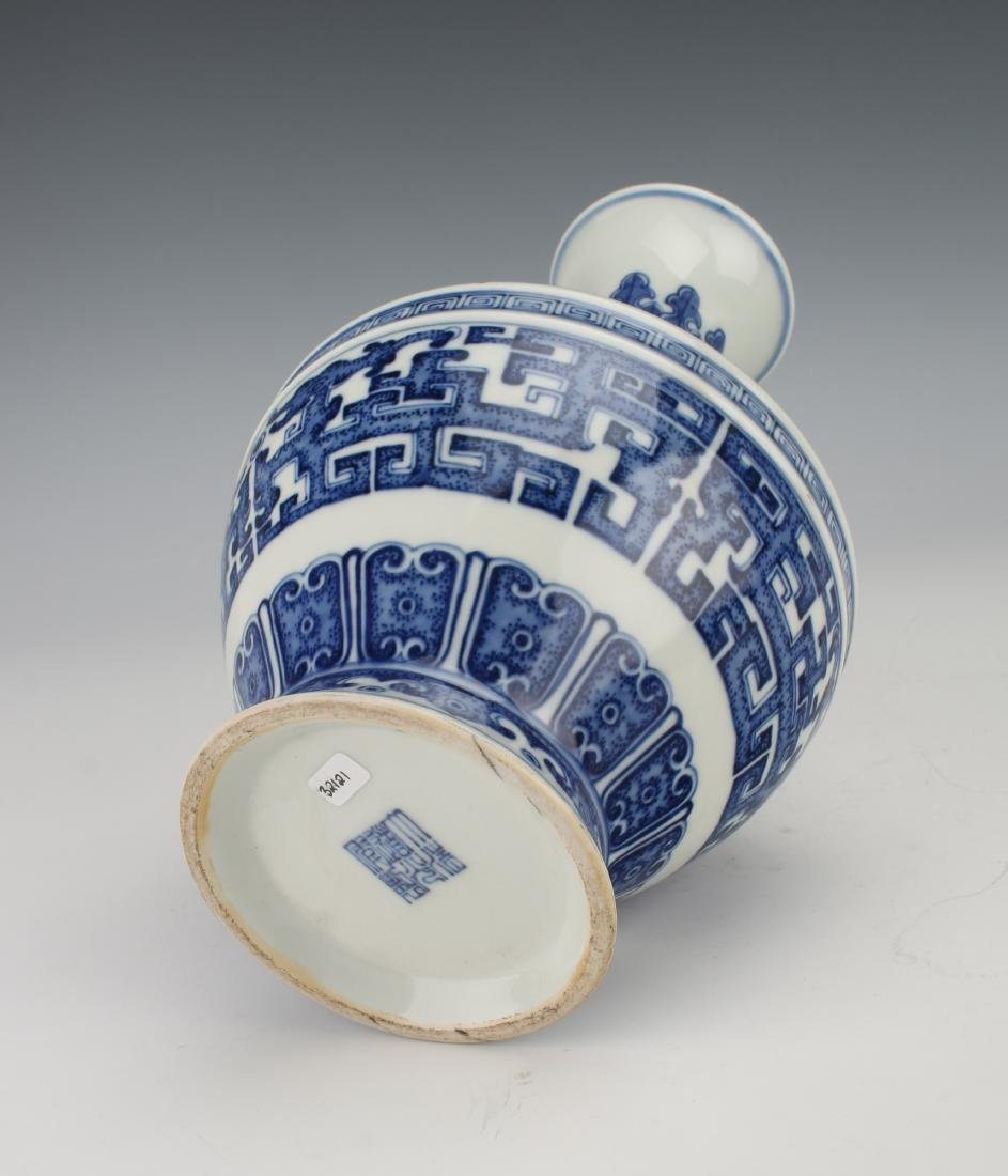 BLUE AND WHITE QIANLONG ARCHAIC PATTERNED VASE - 7