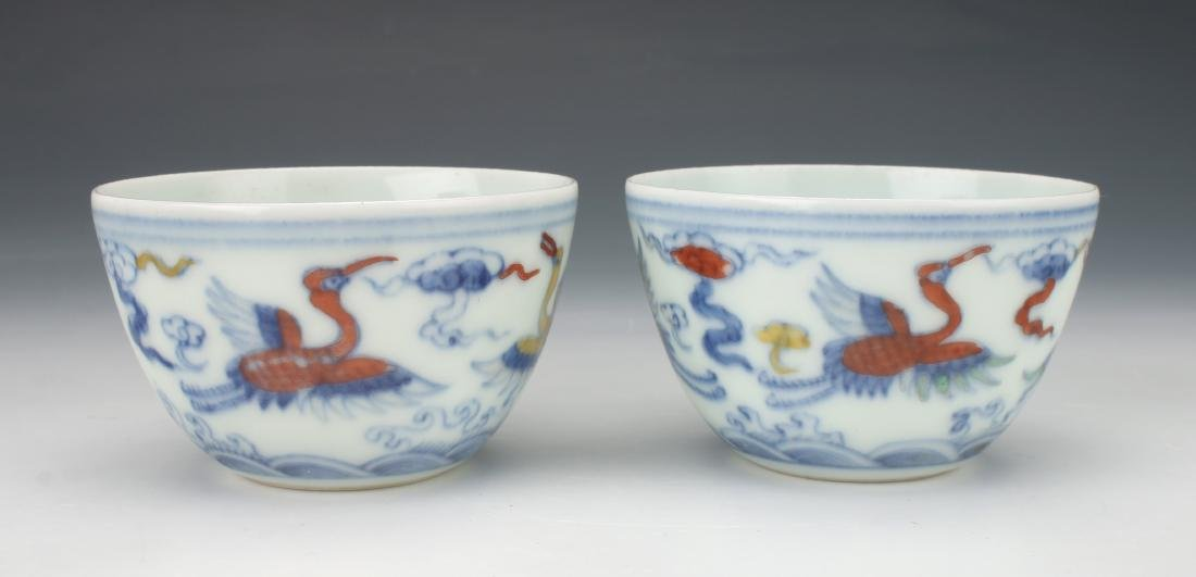 PAIR OF SMALL MING DU CAI TEA CUPS WITH CRANES