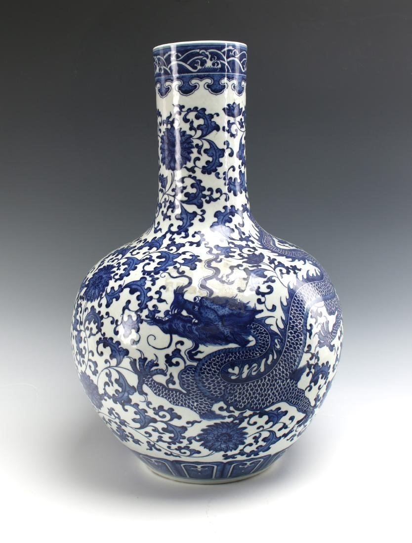 BLUE & WHITE BULBOUS DRAGON VASE