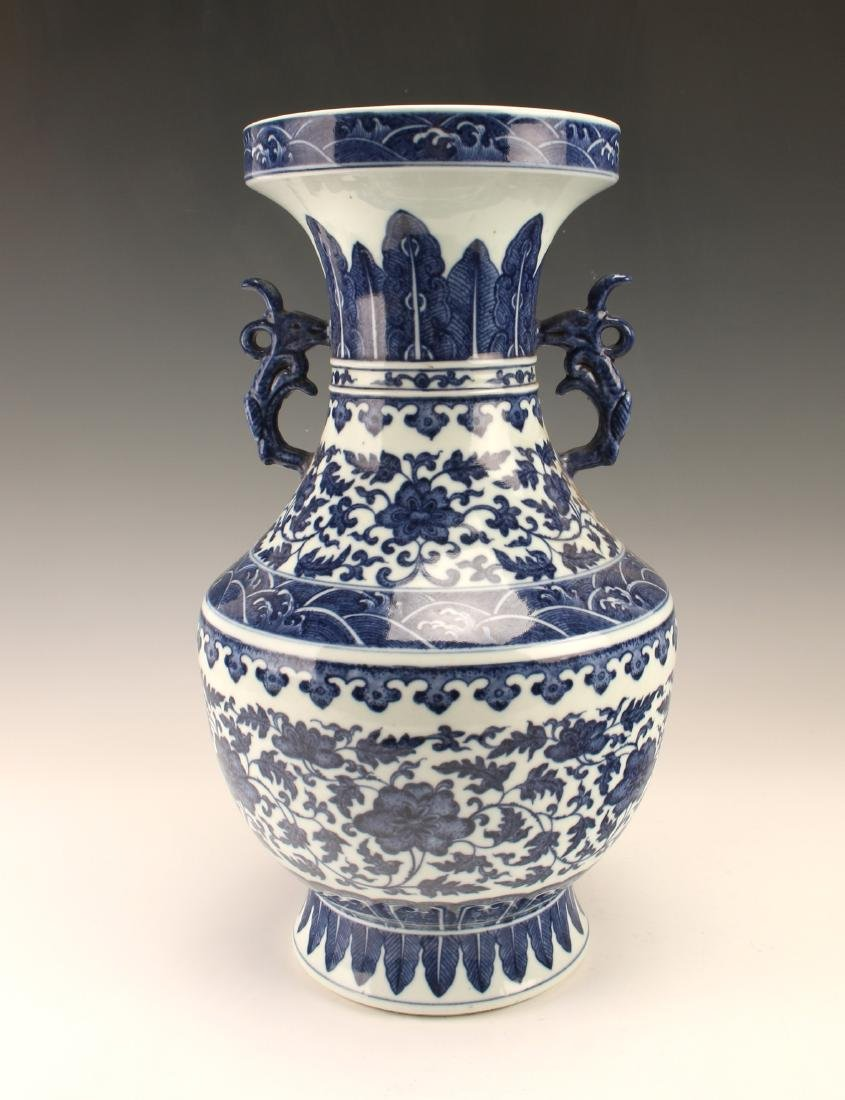 FINE BLUE & WHITE VASE WITH FLORAL PATTERN