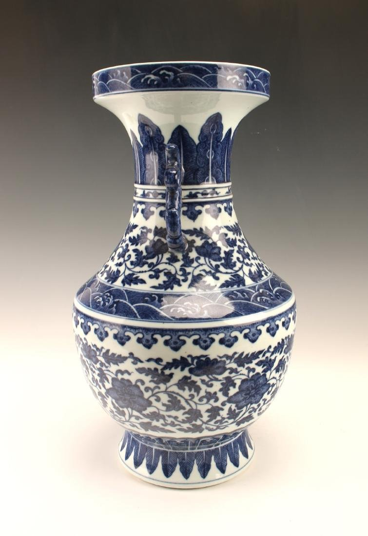 FINE BLUE & WHITE VASE WITH FLORAL PATTERN - 2