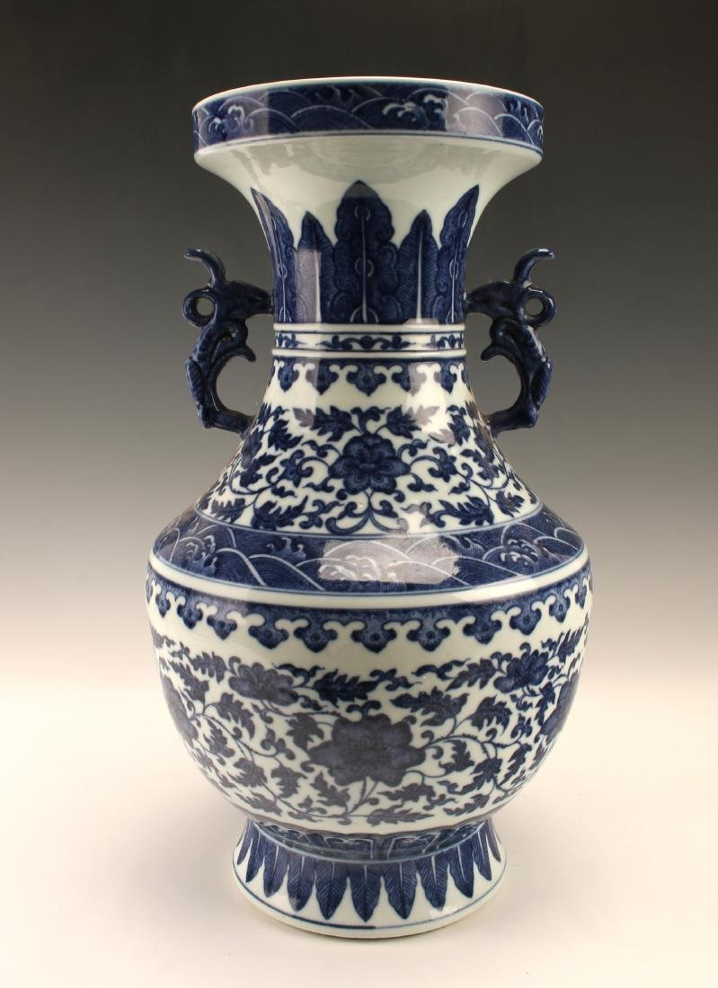 FINE BLUE & WHITE VASE WITH FLORAL PATTERN - 3