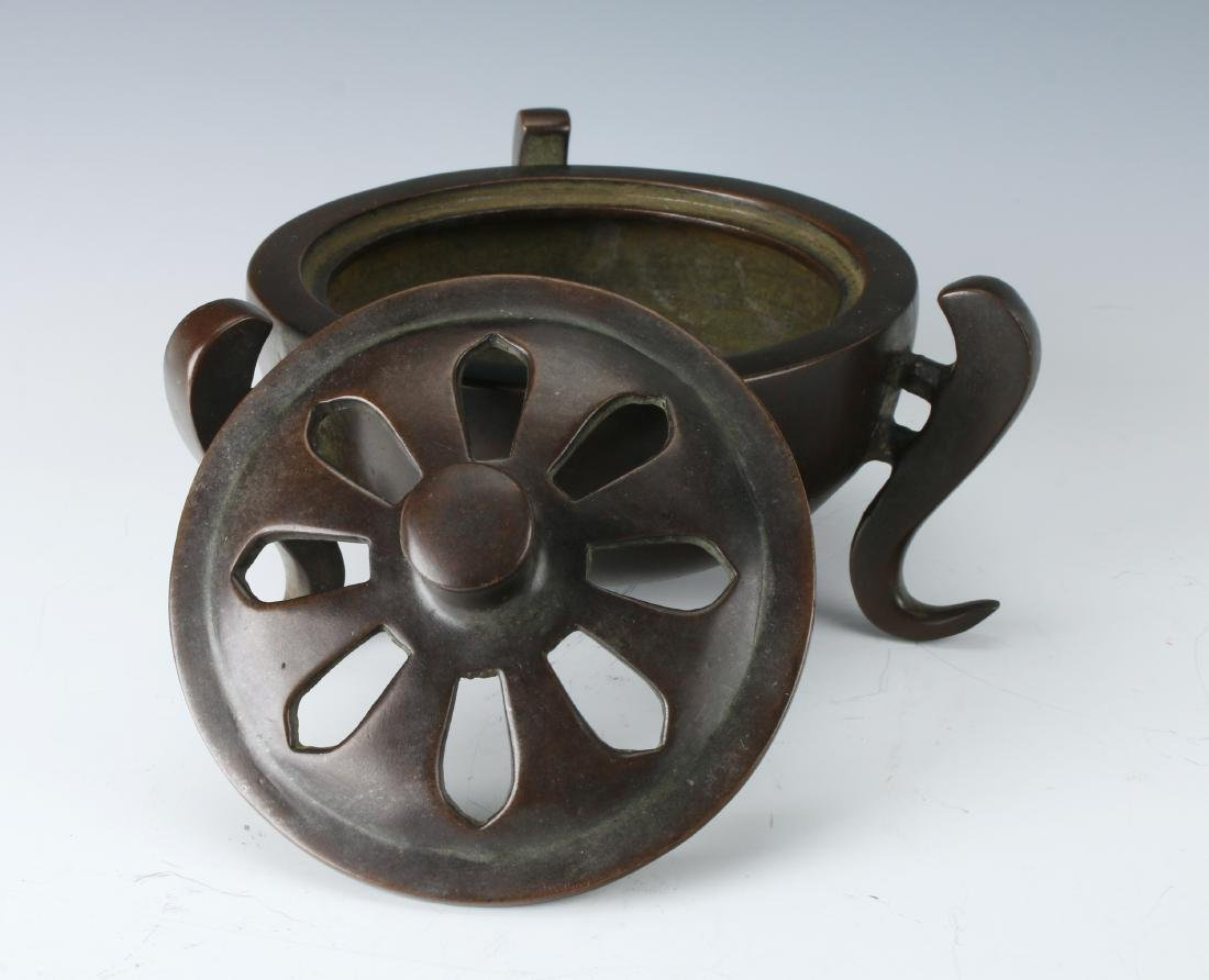 CHINESE BRONZE CENSER WITH LID - 4