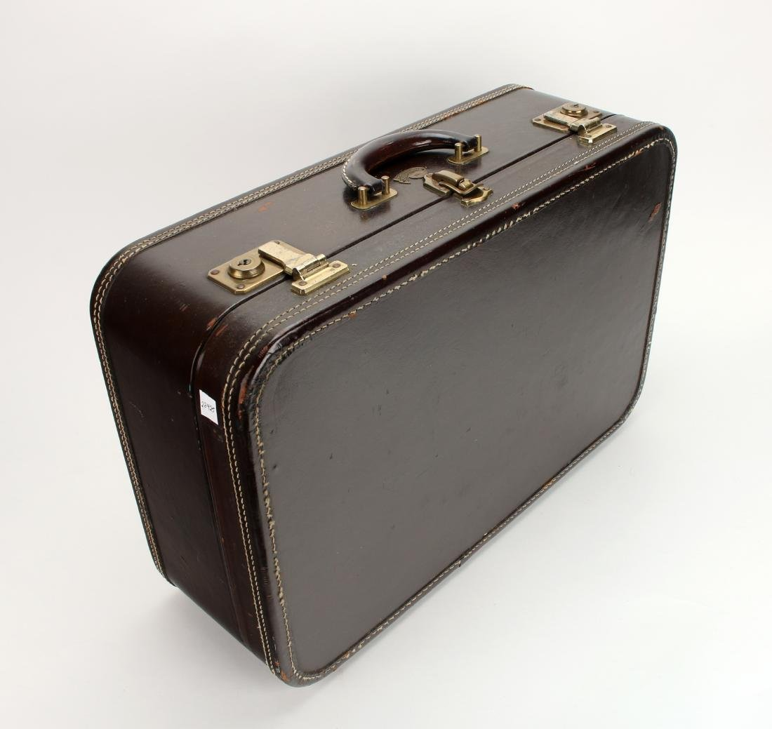 VINTAGE LEATHER STRATOSPHERE SUITCASE - 3