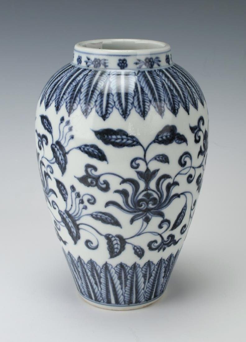 BLUE & WHITE VASE WITH FLORAL MOTIF - 3