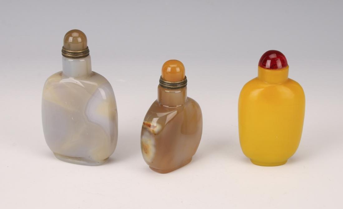 THREE SNUFF BOTTLES AGATE PEKING GLASS - 2