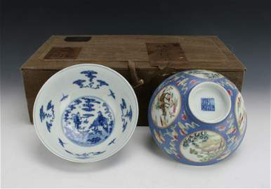 PAIR OF BLUE AND WHITE BOWLS IN PRESENTATION BOX