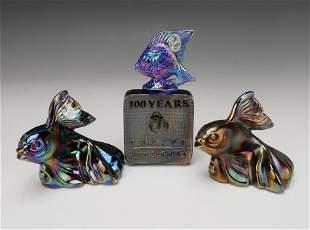 FENTON ART GLASS IRIDESCENT FISH & PLAQUE