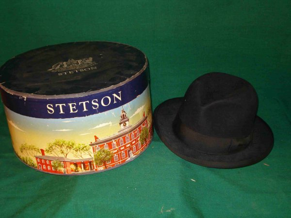 18: Stetson Hat and Hatbox
