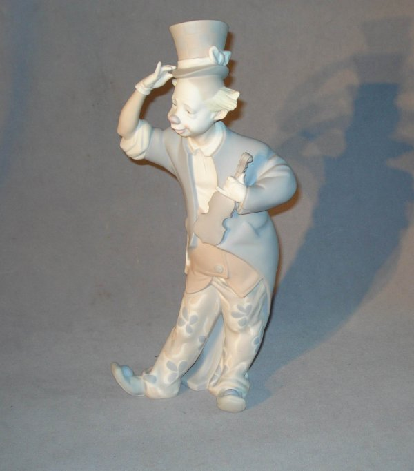 22: Lladro- clown with top hat