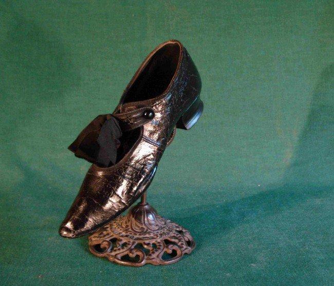 7: Shoe saleman's display stand