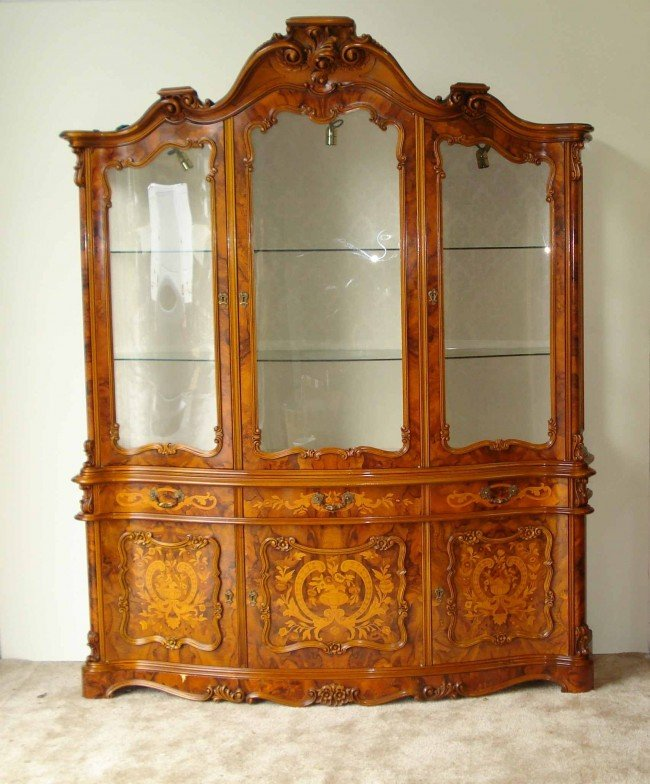 15: Fine Display cabinet