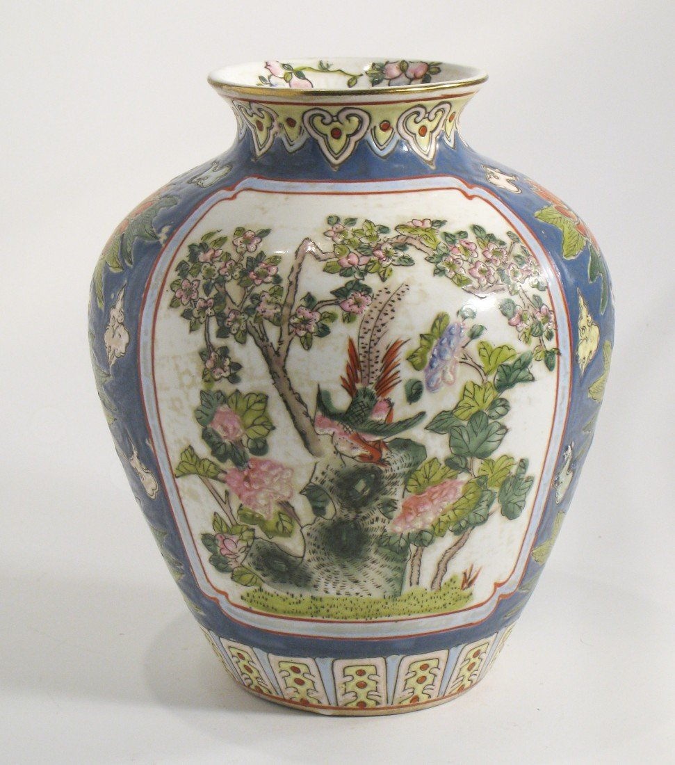 159: 19th C. Chinese Porcelain Vase