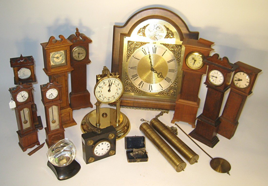 420: Group Of Watch Holders And Clock Items