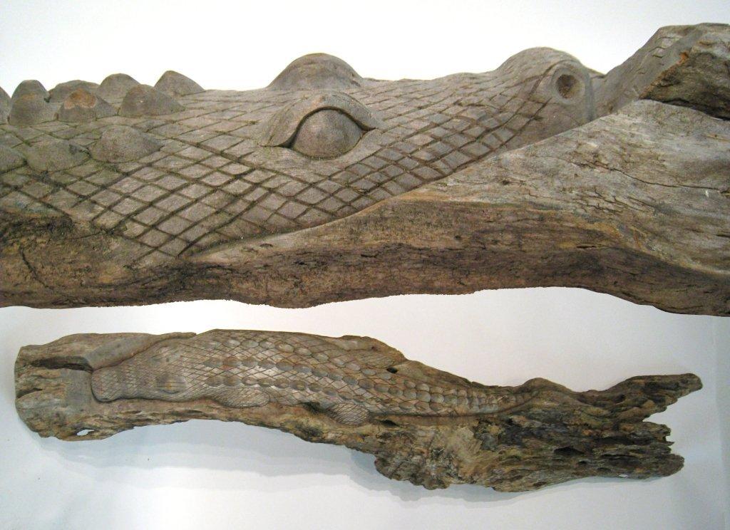 Log With Alligator Carving