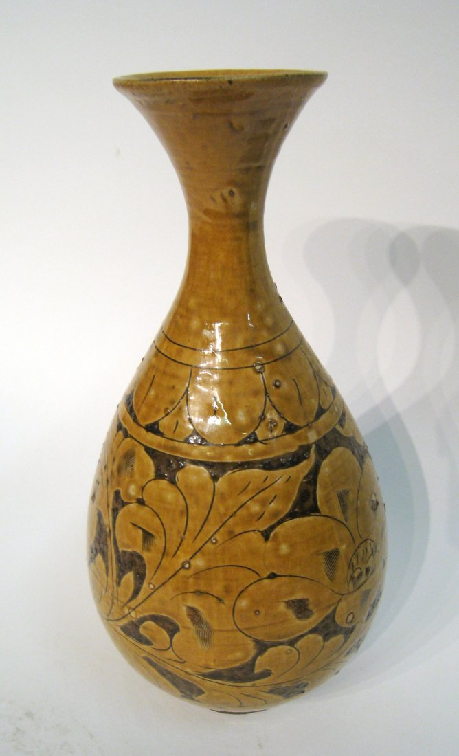 Chinese Sgraffito Ceramic Vase - 4