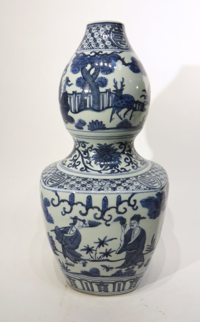 CHINESE JIA JING GOURD BLUE AND WHITE VASE