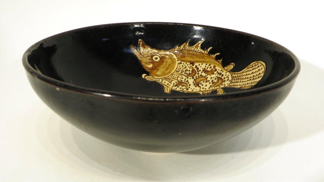 CHINESE JIZHOU WARE TEA BOWL WITH FISH MOTIF - 2