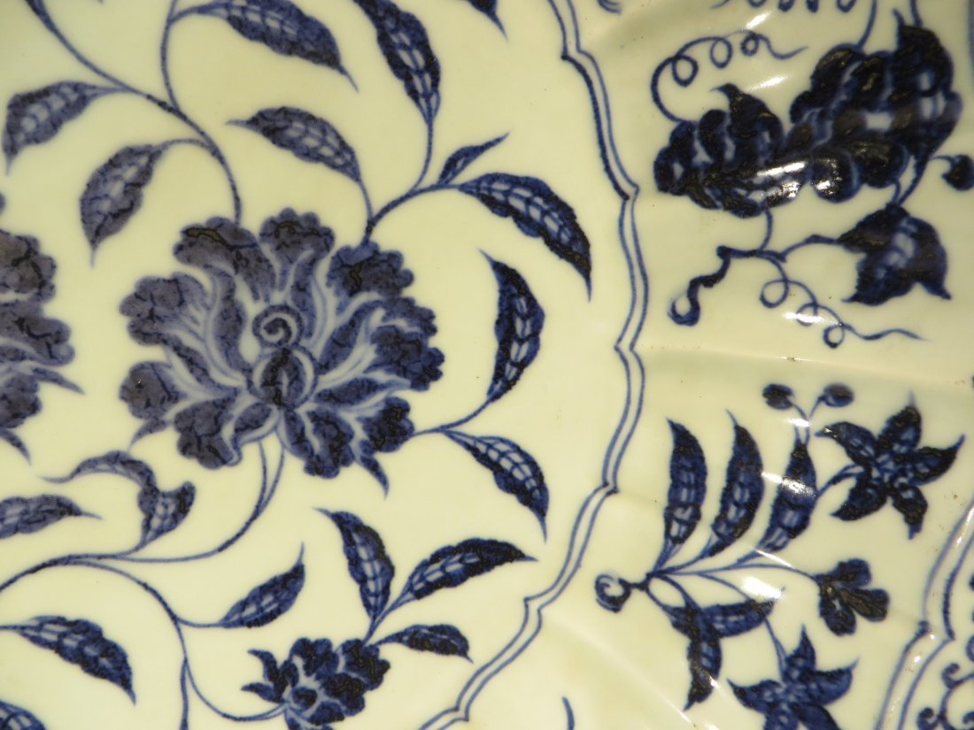 CHINESE MING BLUE AND WHITE SHALLOW BOWL - 3