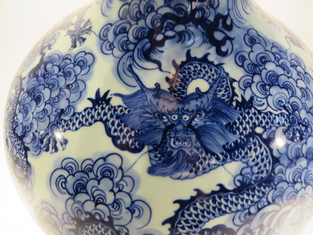 YONG ZHENG MARKED BLUE AND WHITE DRAGON VASE - 3