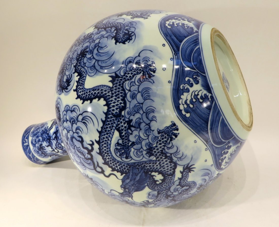 YONG ZHENG MARKED BLUE AND WHITE DRAGON VASE - 6