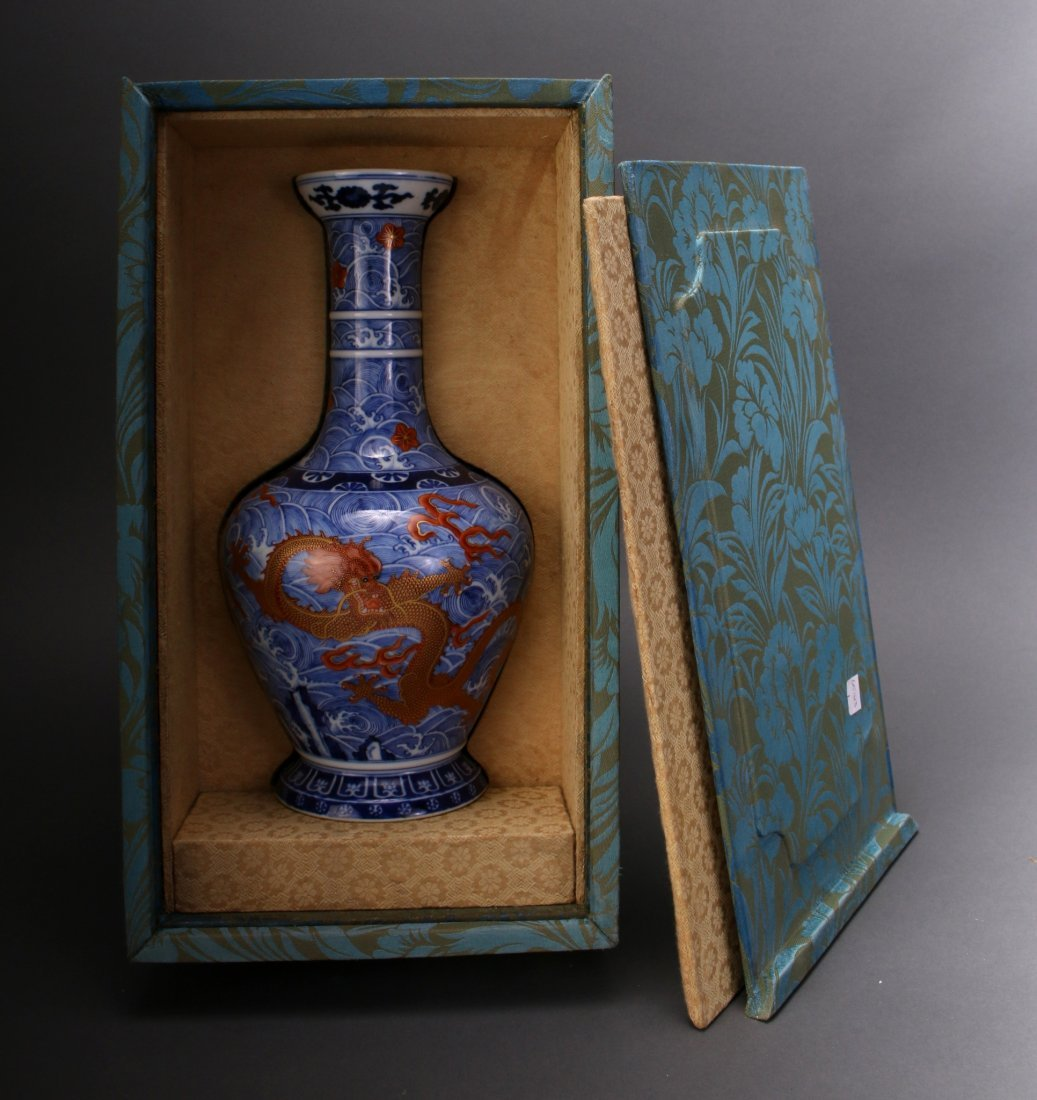 CHINESE DRAGON YONG ZHENG VASE IN BOX