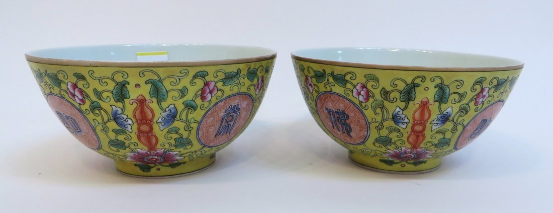 PAIR OF CHINESE FAMILLE JAUNE PORCELAIN BOWLS