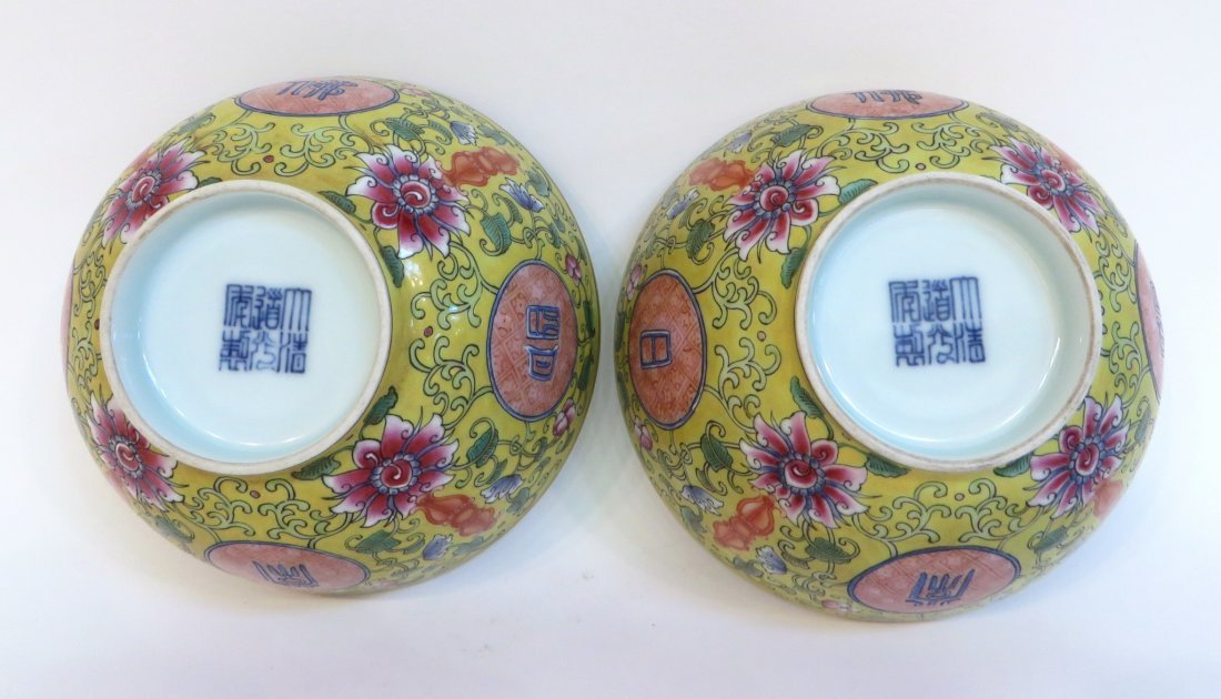 PAIR OF CHINESE FAMILLE JAUNE PORCELAIN BOWLS - 2